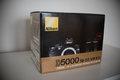 Nikon D5000 Nikkor 18-55 kit, brasna, drziak na opasok