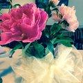 Na stôl patria aj kvety