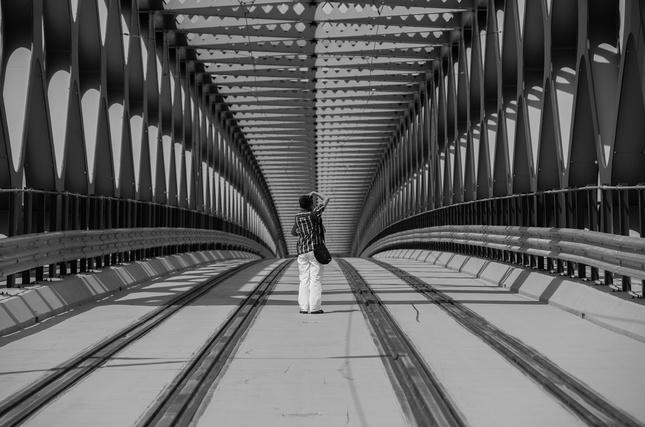 Starý most a mladý fotograf