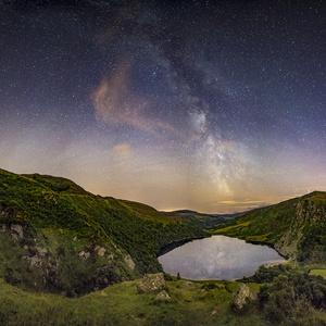 Mliečna draha nad jazerom  II