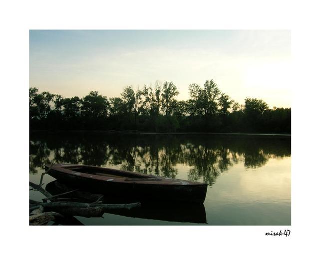 Lodka na jazere
