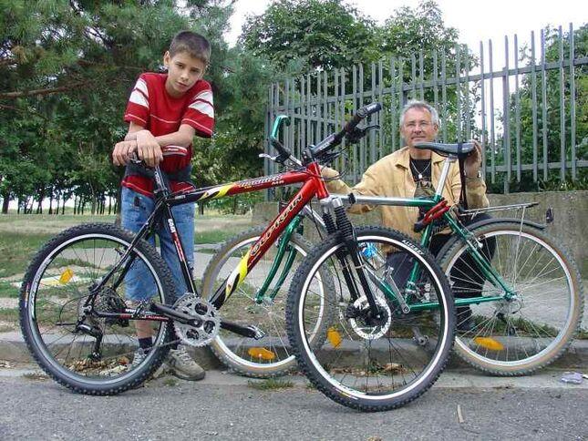 syn- ja,zeleny bicykel s nosičom