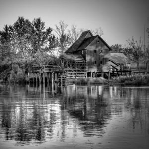 Vodný kolový mlyn