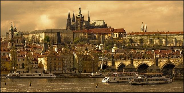 Praha je zlatá loď