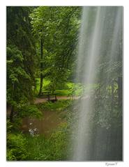 Vodu leje vodopád