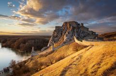 - Na zlatom kopci -