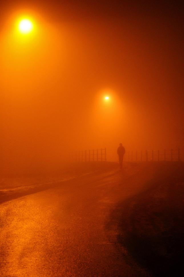 Nočnými hmlami...
