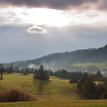 Jarné svetlo nad dedinou.