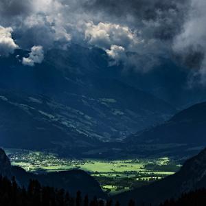 Dedinka v údolí..
