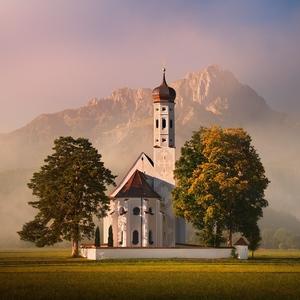 Ráno u kostela