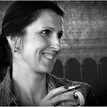 Portrét so šálkou kávy