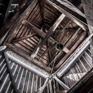 Zuberec-drevenna zvonica zvnútra
