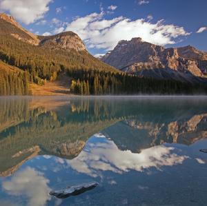 ráno pri Emerald Lake