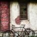 Papierový dom a bicykel