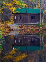 Chatka pri jazere