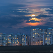 mesiac nad sídliskom