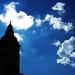 Veža v oblakoch