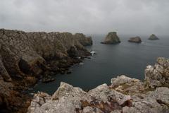 pochmúrne pobrežie