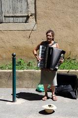 Pouličná hudobníčka