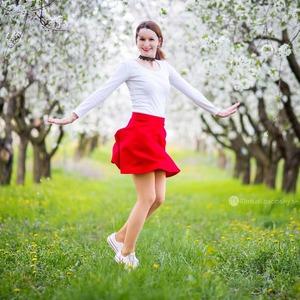 Tanečnica v sade