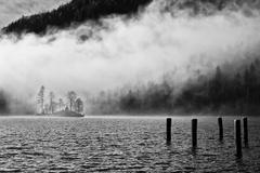 ... ponorená do hmly ...