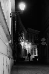 V tmavých uličkách