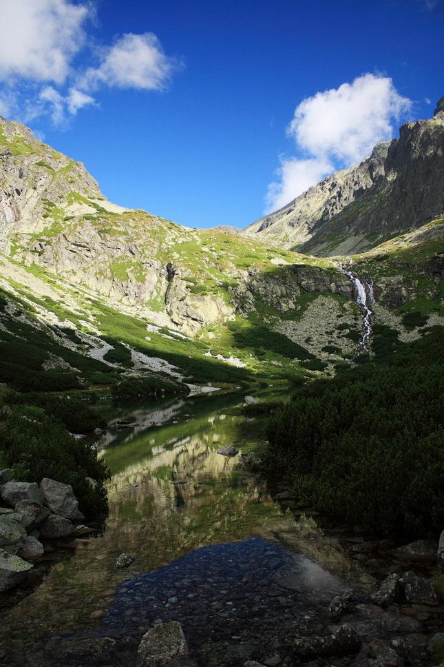 Velické pleso s Velickým vodopád