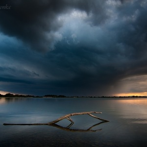 Búrkový západ slnka