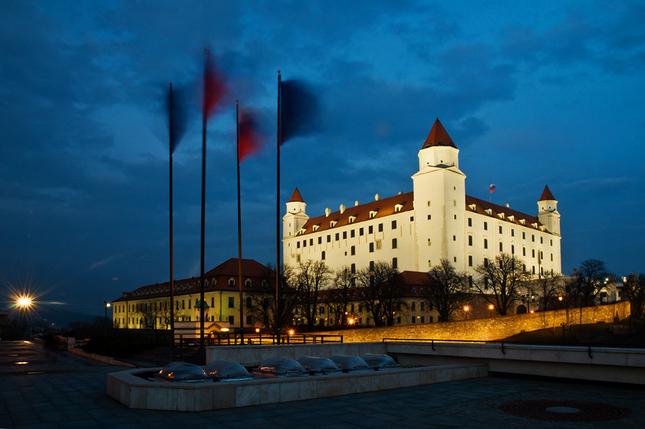 hrad a zástavy rozviate
