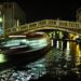v noci pod mostom