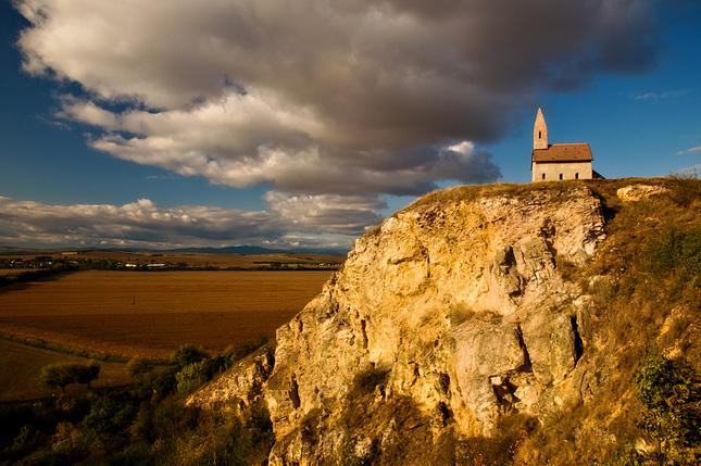 románsky kostolík nepanoramaticý