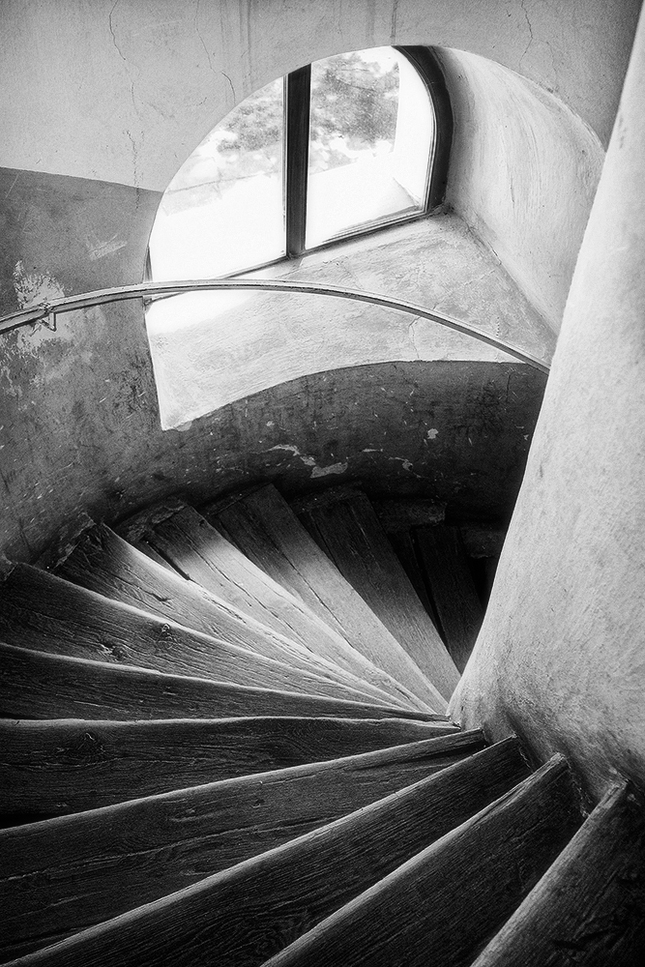 po schodoch..