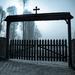 Brána na cintoríne v Leluchowe