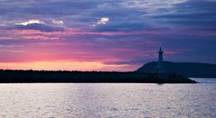 maják a západ slnka