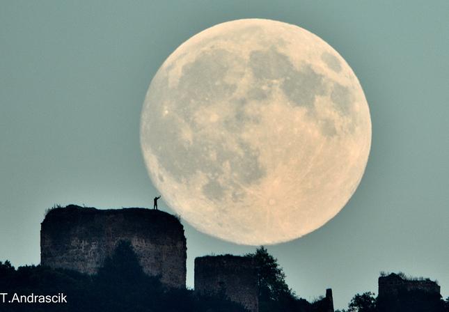 Dotkni sa mesiaca