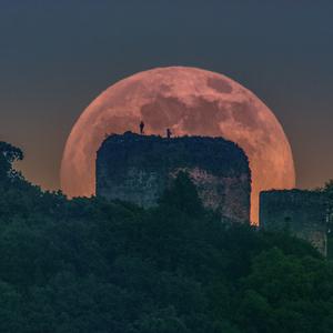 mesiac na šarišskom hrade