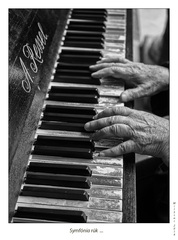 Symfónia rúk  ...