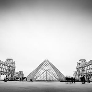 Sklenena pyramida