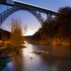 Ranny most s rannym vlakom