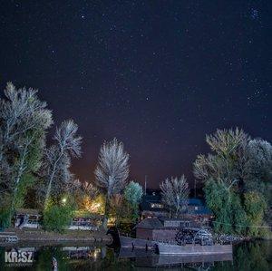 Vodný mlyn v noci