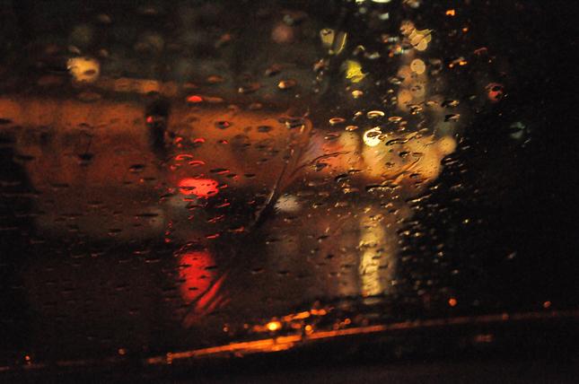 dažď na parkovisku