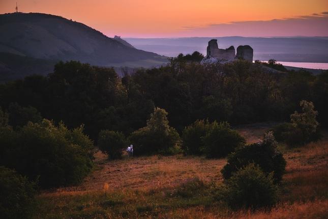 Tajomné ráno pod hradmi