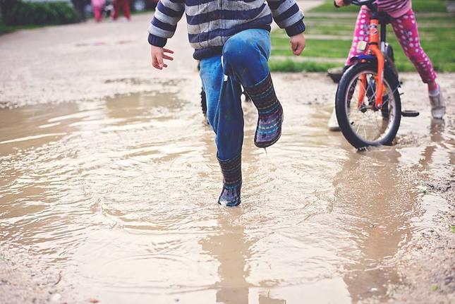 gumáková po daždi
