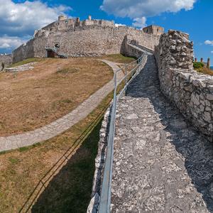Nádvorie Spišského hradu