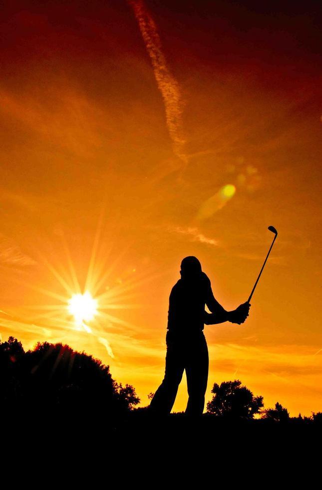Golf pri západe slnka