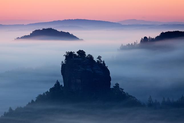 Ostrovy v mlze