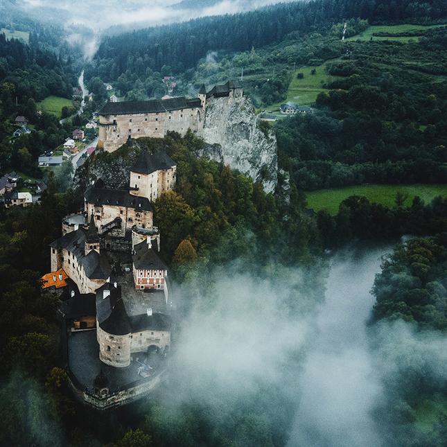 Oravsky hrad v hmle