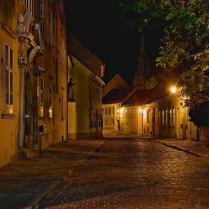 ulicka v starom meste bratislavy