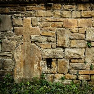 Kríž v múre