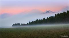 Ako hora z hmly vykukla